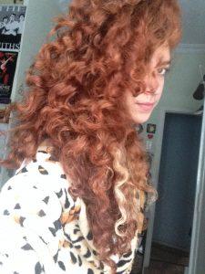 O cabelo estava com essas ondinhas porque eu tinha feito trança (como você pode ver na outra foto!)